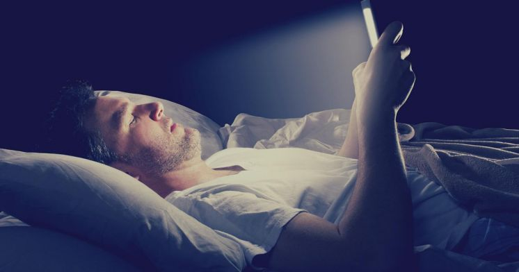 Cell Phone Use Before Bed Changes Your Sleep